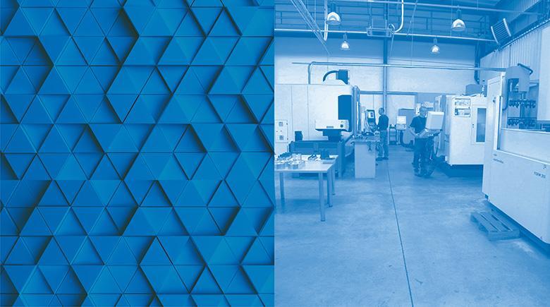 Niebieski boks przedstawiający wytryskarki wkorytarzu